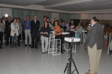 O Decano do CCS Prof. Luiz Roberto Cunha fala no lançamento do livro. Fotógrafo Antônio Albuquerque. Acervo do Núcleo de Memória.