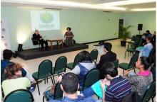 Evento realizado no salão da Pastoral Universitária. Fotógrafo Antônio Albuquerque. Acervo Núcleo de Memória.