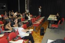 Debate após a exibição dos curtas na sala K102, 15/4/2013. Fotógrafo Antônio Albuquerque. Acervo do Núcleo de Memória.