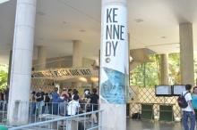 Stands do evento nos pilotis do Edifício da Amizade. Fotógrafo Antônio Albuquerque. Acervo do Núcleo de Memória.