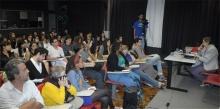 Palestrante e plateia na sala K102. Fotógrafo Antônio Albuquerque. Acervo do Núcleo de Memória.