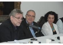 O Prof. Ricardo Ismael, o Reitor Prof. Pe. Josafá S.J. e a Profa. Maria Sarah da Silva Telles. Fotógrafo Antônio Albuquerque. Acervo Núcleo de Memória.