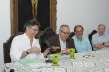 O Prof. Marcelo Jasmin, o Reitor Prof. Pe. Josafá S.J., o Prof. Marco Antônio Pamplona e o Vice-Reitor Pe. Francisco Ivern S.J. Fotógrafo Antônio Albuquerque. Acervo do Núcleo de Memória.