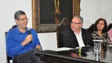 O prof. Delberis Araújo Lima, o Reitor Pe. Josafá Carlos de Siqueira S.J. e a Profa. Marley Vellasco. Fotógrafa Thaiane Vieira, Acervo Comunicar.