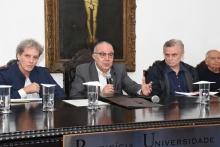 O prof. Marcelo Burgos, o Reitor Pe. Josafá S.J., o prof. Ricardo Ismael e o prof. Augusto Sampaio. Fotógrafo Antônio Albuquerque.