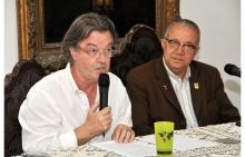 O Prof. Ralph Bannel e o Reitor Pe. Josafá. S.J.. Fotógrafo Weiler Filho. Acervo Projeto Comunicar.