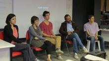 Aline Portuga, Julia De Simone, Marcelo Grabowsky e o Prof. Hernani Heffner. Fotógrafo Antônio Albuquerque. Acervo do Núcleo de Memória.