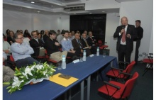 O Prof. Jorge Ferreira apresenta a Aula Magistral. Fotógrafo Antônio Albuquerque. Acervo Núcleo de Memória.
