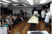 Aula-show de Química, no Auditório Padre Anchieta. Fotógrafo Antônio Albuquerque. Acervo Núcleo de Memória.