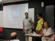Apresentação dos profs. Tácio Campos (CIV), Maria Fernanda Lemos (ARQ) e Lilian Saback (COM). Fotógrafo Antônio Albuquerque. Acervo do Núcleo de Memória.