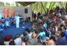 Apresentação de Monarco no Anfiteatro Junito Brandão. Fotógrafo Antônio Albuquerque. Acervo Núcleo de Memória.