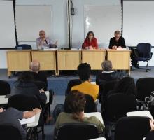 Abertura do evento, com os professores Renato Lessa (JUR), Maria Alice Rezende de Carvalho (CIS) e Luiz César de Queiróz Ribeiro (IPPUR/UFRJ), no auditório B8. Fotógrafo Antônio Albuquerque.