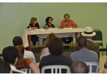 Mesa com os professores Maria Alice Rezende de Carvalho (CIS), Maria Sarah da Silva Telles (CIS) e Daniel Aarão Reis (UFF). Fotógrafo Antônio Albuquerque. Acervo Núcleo de Memória.