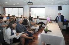 Apresentação de Gustavo Fuchs na sala de reuniões do Decanato do CTC. Fotógrafo Antônio Albuquerque. Acervo do Núcleo de Memória.