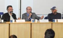 Mesa composta pelo prof. Paulo Fernando Carneiro de Andrade, Decano do CTCH, por Luiz Eduardo Soares e José Padilha. Fotógrafo Bruno Pereti. Acervo do Projeto Comunicar.