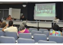 Palestra da Profa. Margarida de Souza Neves, no Auditório Padre Anchieta. Fotógrafo Antônio Albuquerque. Acervo Núcleo de Memória.