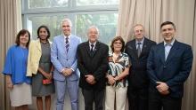 Os participantes do encontro, com o Cônsul Scott Hamilton e o Reitor Pe. Josafá Carlos de Siqueira S.J., ao centro. Fotógrafo Jorge Paulo Araújo. Acervo Comunicar.