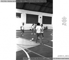 Alunas em jogo de futebol. 1979.  Acervo do Professor Alfredo Jefferson.