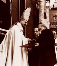 Paulo VI e o filósofo Jacques Maritain na clausura do Concílio Vaticano II.