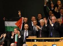 O chefe da Autoridade Palestina, Mahmoud Abbas e a delegação palestina aplaudem a decisão. Fonte: www.cartacapital.com.br