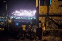 Foto de Tércio Teixeira, feita do Morro da Mangueira, Rio, durante a cerimônia de abertura dos Jogos Olímpicos. Fonte: site www.rpepp.com.br