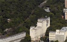 Trecho da Auto-Estrada Lagoa Barra que passa por trás do campus da PUC-Rio. Fotógrafo Nilo Lima. Acervo do Núcleo de Memória.
