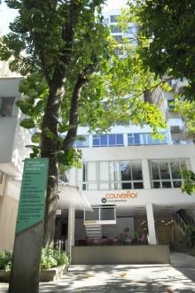Fachada posterior do Edifício Padre Leonel Franca. Fotógrafo Antônio Albuquerque. Acervo do Núcleo de Memória.