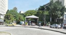 Guarita da portaria na entrada pela avenida Padre Leonel Franca. Fotógrafo Antônio Albuquerque. Acervo do Núcleo de Memória.
