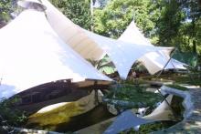 Vista externa das tendas. Acervo do Projeto Comunicar.