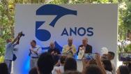 O prof. Luiz Roberto Cunha (Decano do CCS), o prof. Augusto Sampaio (Vice-reitor Comunitário), o prof. Miguel Pereira (COM) e o Reitor Pe. Josafá S.J., na hora do Parabéns pra Você.