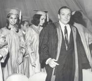 Alberto Dines na formatura de uma turma de Jornalismo da PUC-Rio, em 1965.