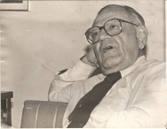 Hélio Jaguaribe em entrevista ao Jornal da PUC. 1988. Fotógrafa Márcia Kaskus. Acervo Comunicar.