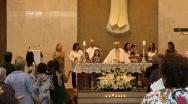 Momento da missa em que o Pe. Djalma convida as crianças a participarem da celebração. 12/01/2020.
