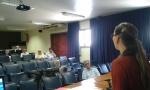 Silvia Ilg fala no auditorio da SEAERJ.