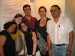 Equipe do Núcleo de Memória em frente ao pôster apresentado por Eduardo Gonçalves.