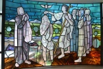 """Vitral produzido a partir do quadro """"O Batismo de Jesus"""", de Portinari, 1952. Fotógrafo Antônio Albuquerque. Acervo do Núcleo de Memória da PUC-Rio."""