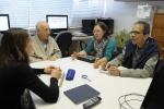 Reunião com o diretor do Departamento de Comunicação Social, Prof. Cesar Romero, na sala do Núcleo de Memória. Fotógrafo Antônio Albuquerque.