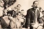 Bob Kennedy, sentado, e de pé o reitor Pe. Laércio Dias de Moura S.J..
