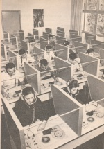 Alunos em uma aula no laboratório de Línguas do Departamento de Letras. 1969.
