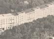 Primeiro prédio no campus Gávea, inaugurado em 1955. Hoje chamado Ed. Cardeal Leme, tinha então apenas os blocos A, B e C e era chamado Edifício Central. Na foto já aparece o bloco D, à esquerda, do Instituto de Física, que depois recebeu mais 6 andares.