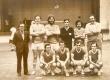 O Professor Carlos Alberto Teixeira Serra é o primeiro acocorado da esquerda para a direita. 1971. Acervo do Projeto Comunicar.